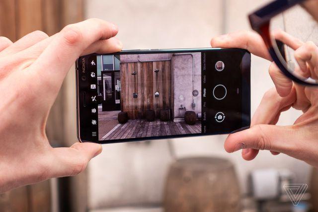 Chiêm ngưỡng Smartphone có 5 camera đầu tiên trên thế giới-Nokia 9 PureView